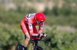 GRA296. LOS ARCOS (NAVARRA), 05/09/2017.- El ciclista británico del equipo Sky, Chris Froome, durante la contrarreloj individual, etapa decimosexta de la Vuelta Ciclista a España, con salida del Circuito de Navarra y meta en Logroño, con un recorrido de 40,2 kilómetros. EFE/JAVIER LIZÓN