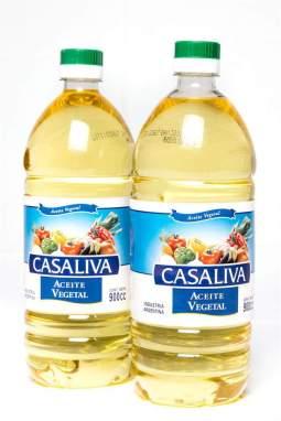 Fotografía de botellas de aceite vegetal importado de Argentina este viernes, 12 de enero de 2018, en una caja de alimentos de los llamados Comités Locales de Abastecimiento y Producción, conocidos como CLAP, en Caracas (Venezuela). Foto EFE