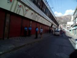 Bajo custodia policial se encuentra los comercios