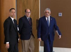 El diputado del Parlamento venezolano, Julio Borges, junto al canciller dominicano, Miguel Vargas. Foto: EFE