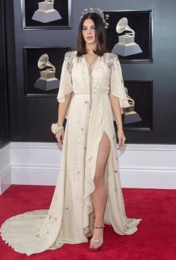 Lana del Rey estuvo en la alfombra roja del Grammy