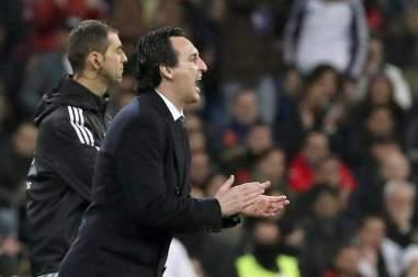 El entrenador del Paris Saint Germain Unai Emery (i) durante el partido de ida de octavos de final de la Liga de Campeones que Real Madrid y Paris Saint Germain juegan esta noche en el estadio Santiago Bernabéu, en Madrid. EFE/Kiko Huesca