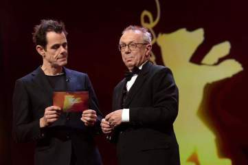 ury Director Tom Tykwer (L) and Festival Director Dieter Kosslick (R) at the closing and award ceremony of the 68th annual Berlin International Film Festival (Berlinale), in Berlin, Germany, 24 February 2018. The Berlinale runs from 15 to 25 February. (Cine, Alemania) Foto: EFE