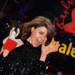 Polish director and screenwriter Malgorzata Szumowska with her Silver Bear Grand Jury Prize for the movie 'Mug' (Twarz) poses at a press conference of the Closing and Awards Ceremony of the 68th annual Berlin International Film Festival (Berlinale), in Berlin, Germany, 24 February 2018. The Berlinale runs from 15 to 25 February. (Cine, Alemania) Foto EFE