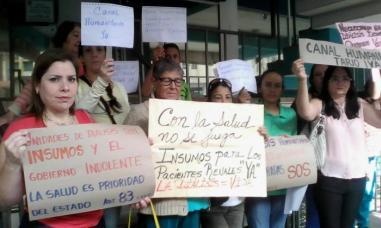 Pacientes protestan en las calles
