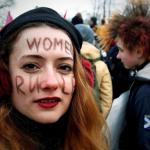 Mujeres asisten a una manifestación feminista convocada en San Petersburgo, Rusia, durante el Día Internacional de la Mujer, hoy, 8 de marzo de 2018/ Foto: EFE