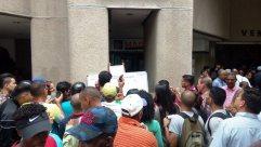 La mayoría de los emigrantes buscaban información precisa sobre sus casos / Foto: Alfredo Jimeno