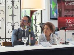 """Embajador Romain Nadal y Margot Benacerraf observan el trailer de """"Madame Cinema"""", realizado en honor a la cineasta"""