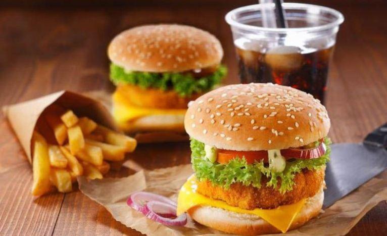 """Para las personas con obesidad mórbida, """"la comida debe perder ese simbolismo emocional"""", de acuerdo a un informe presentado por expertos"""
