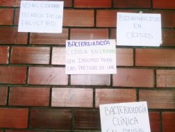 Los estudiantes exigen al gobierno la entrega de los insumos para continuar sus estudios/ Foto: Jesús Quintero