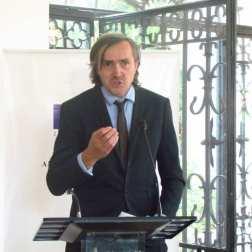 David Bessières, vicerrector de la Universidad de Pau y de los países del Adour, aseguró que la firma de convenios internacionales entre las universidades es fundamental tanto para los docentes como para los estudiantes, mas en tiempos complicados como los que vive Venezuela.