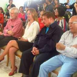De derecha a izquierda: los artistas plásticos Daniel Suárez y Juvenal Ravelo, la presidenta ejecutiva de Cultura Chacao, Albe Pérez y el dr Alejandro López