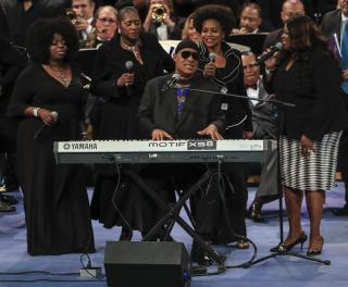 Stevie Wonder se despide de Aretha Franklin