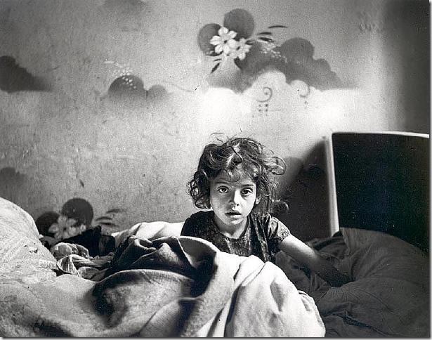 Foto hecha por Roman Vishniac a una niña que vivía sin calefacción