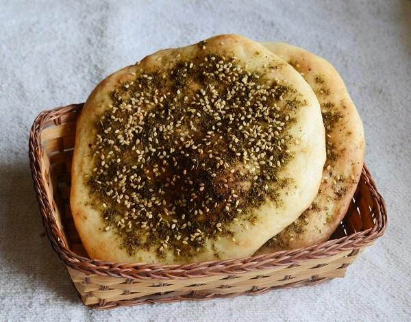 طريقة عمل خبز بالزعتر