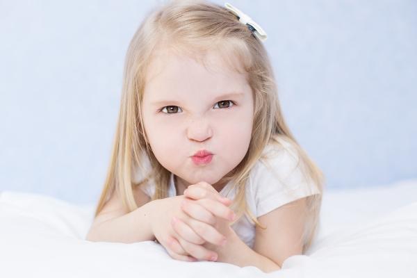 الطريقة الصحيحة للتعامل مع الطفل متقلب المزاج