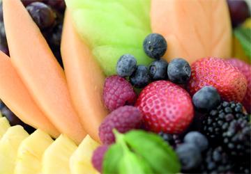 الفواكه الطبيعية لتبييض الاسنان