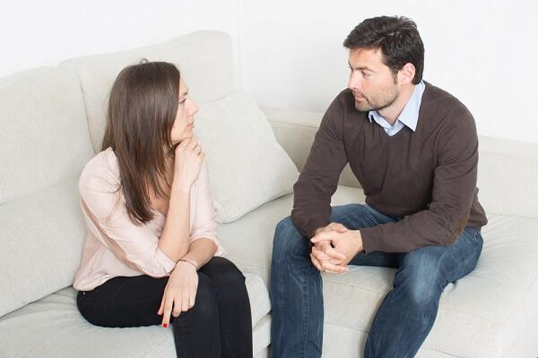 كيف تجذبين زوجك للاستماع لحديثك ؟