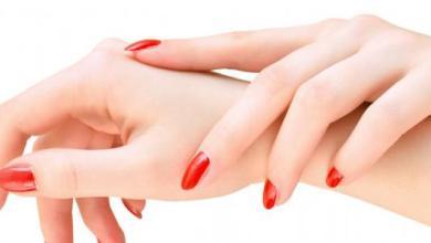 Photo of وصفات طبيعيّة لتنعيم اليدين