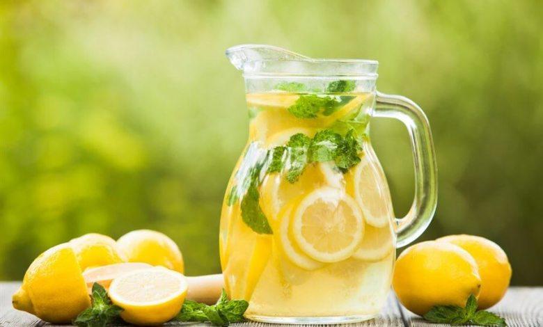 طريقة عمل العصيرالمنعش بالعسل والليمون وبالصور