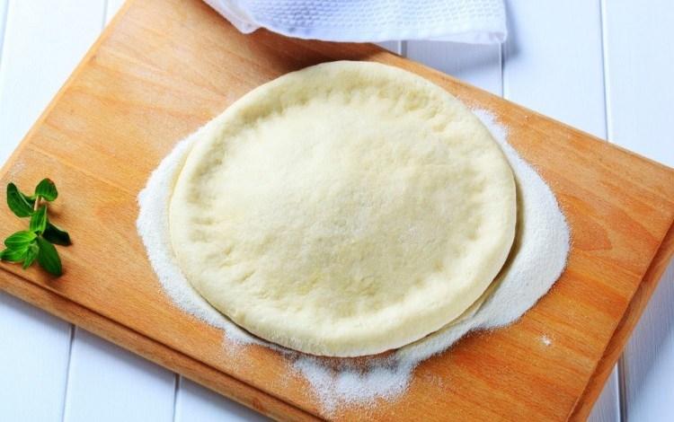 طريقة عمل عجينة البيتزا السريعة