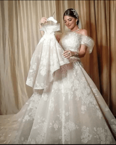 أحدث فساتين الزفاف الأوف وايت