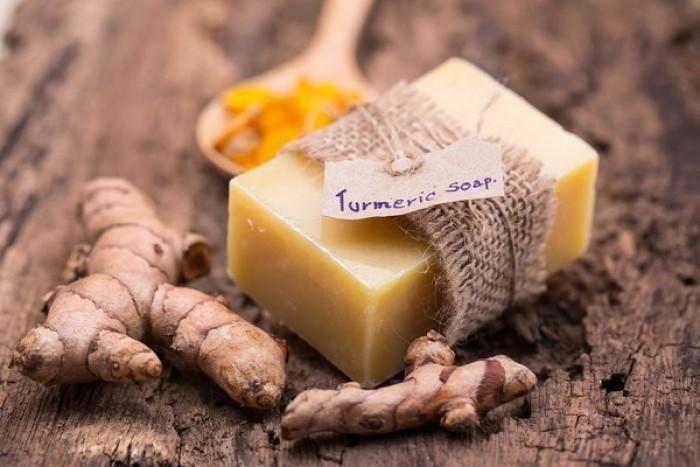 استخدامات صابونة الكركم للعناية بالبشرة