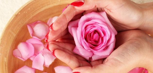استخدامات ماء الورد للبشرة