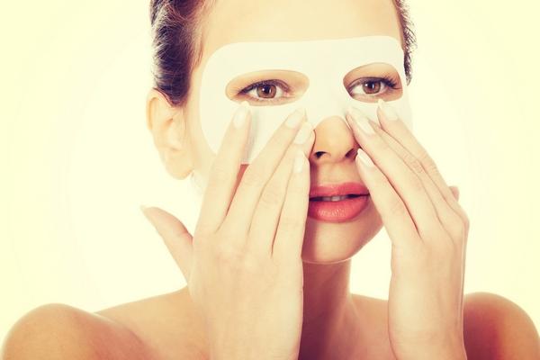 كيفية التخلص من مكياج العيون بطريقة صحيحة بدون ضرر