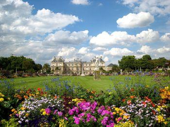 Jardins de Luxemburgo em época de primavera (fonte)