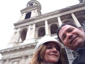 Em frente a Igreja de Saint Sulpice
