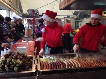 Olha as salsichas aí na feirinha!!!