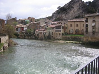 O rio passando por Estella... (fonte)