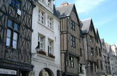 756px-Tudor_buildings_in_Tours,_France