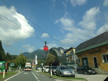 O teleférico do caminho. Em Strobl.