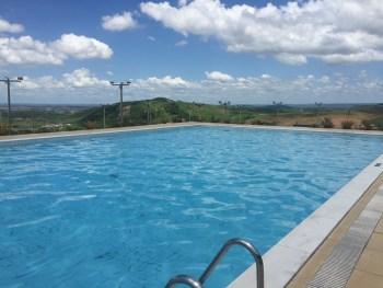 A piscina. Com vista bem legal, apesar de ser um pouquinho longe da pousada (e haja comodidade - risso-)