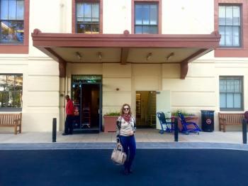 Em frente ao hospital da Stanford University