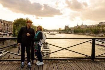 Nós, na Pont des Arts sem cadeados