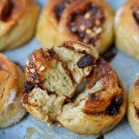 Bułeczki orkiszowe, cynamonowo-bananowe / Cinnamon-banana spelt rolls.