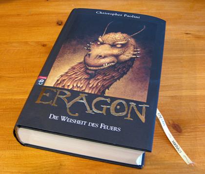 Bibliophil: Auch der dritte Band von Eragon präsentiert sich in edler Aufmachung für Freunde schöner, umfangreicher Bücher. Ähnlich liest er sich auch.
