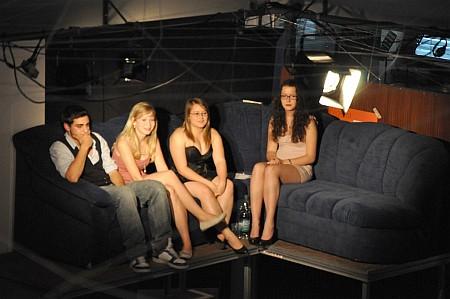 Die Jury thronte dann die meiste Zeit auf den berüchtigten Jury-Sofas, die auch sonst am KGT bei solchen Veranstaltungen genutzt werden.