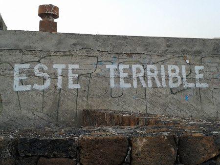 Graffiti zieren viele Bauruinen, aber auch die Strandpromenade und deuten darauf hin, dass auch hier nicht immer nur alles eitel Sonnenschein ist.