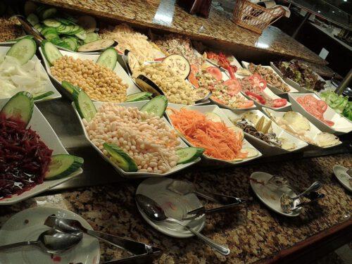 Allein das Salatbüffett kann sich sehen lassen. Eigentlich kann man sich schon hier satt essen.