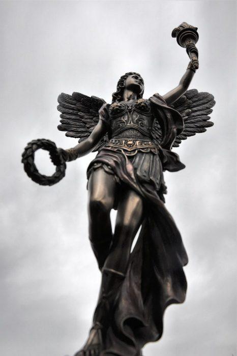 Mag der Himmel über Ventadorn auch grau sein - seine Bewohner haben nun immerhin einen neuen Fackelträger - und Ninda ist um einen Engel reicher.
