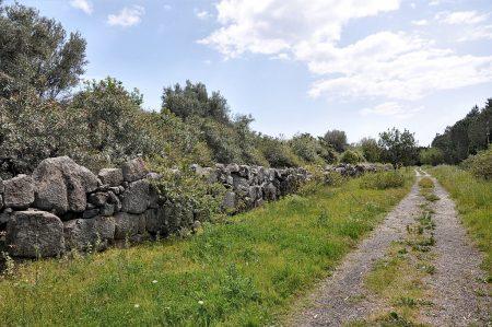 Reste der nordwestlichen Stadtmauer des antiken Naxos (Foto: Martin Dühning)