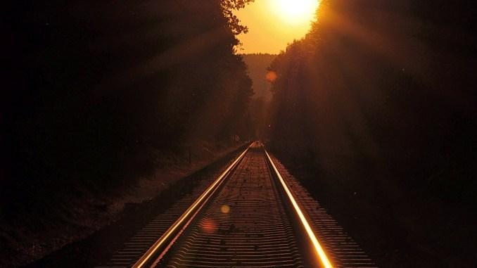 Bahngleise im Sonnenuntergang (Foto: Martin Dühning)