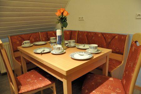 Gleichzeitig wurde somit die frisch renovierte Küche nebst frisch montierter Esszimmereinrichtung eingeweiht. (Foto: Martin Dühning)