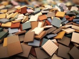 Verschiedenfarbige Tesserae aus Steinzeug (Foto: Martin Dühning)