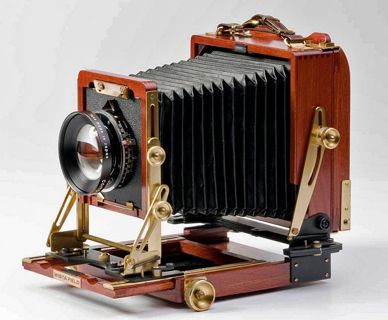 toyo 4x5 field camera being