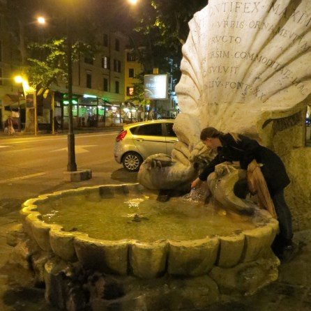 'Slut' fountain on night tour
